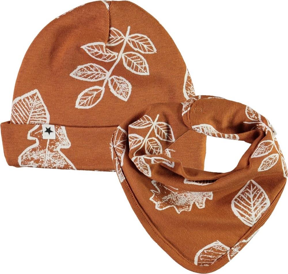 Noe Hat and Bib Set - Leaves - Brun babymössa och hakklapp med blad