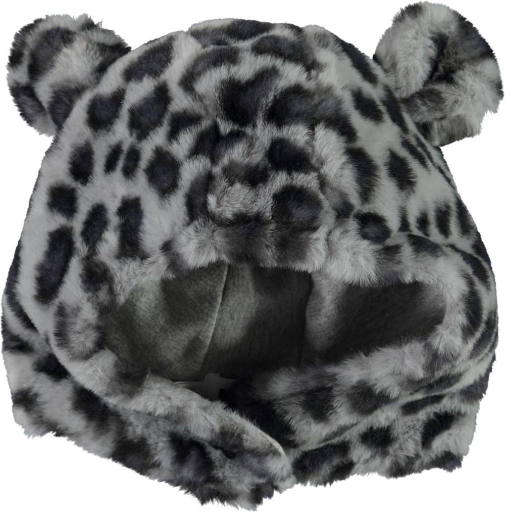 Kenobi - Snowy Leo Fur - Fuskpälsmössa i snöleopardmönster med öron.