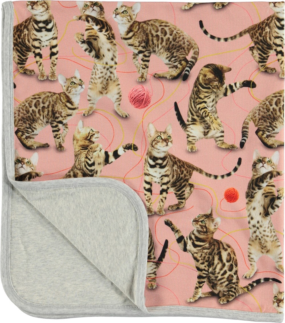 Neala - Wannabe Leopard - Pink blanket with cats.