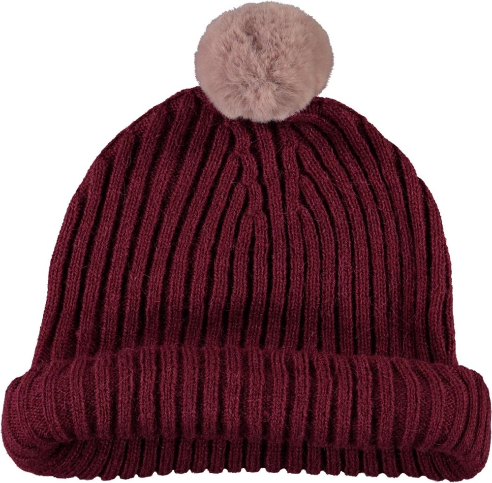 Kikki - Rosewood - Dark red knit hat with a fur pom pom