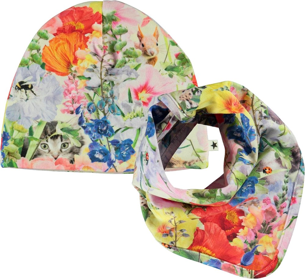 Noon Bib and Hat Set - Hide And Seek - Babyhue og hagesmæk med blomster print