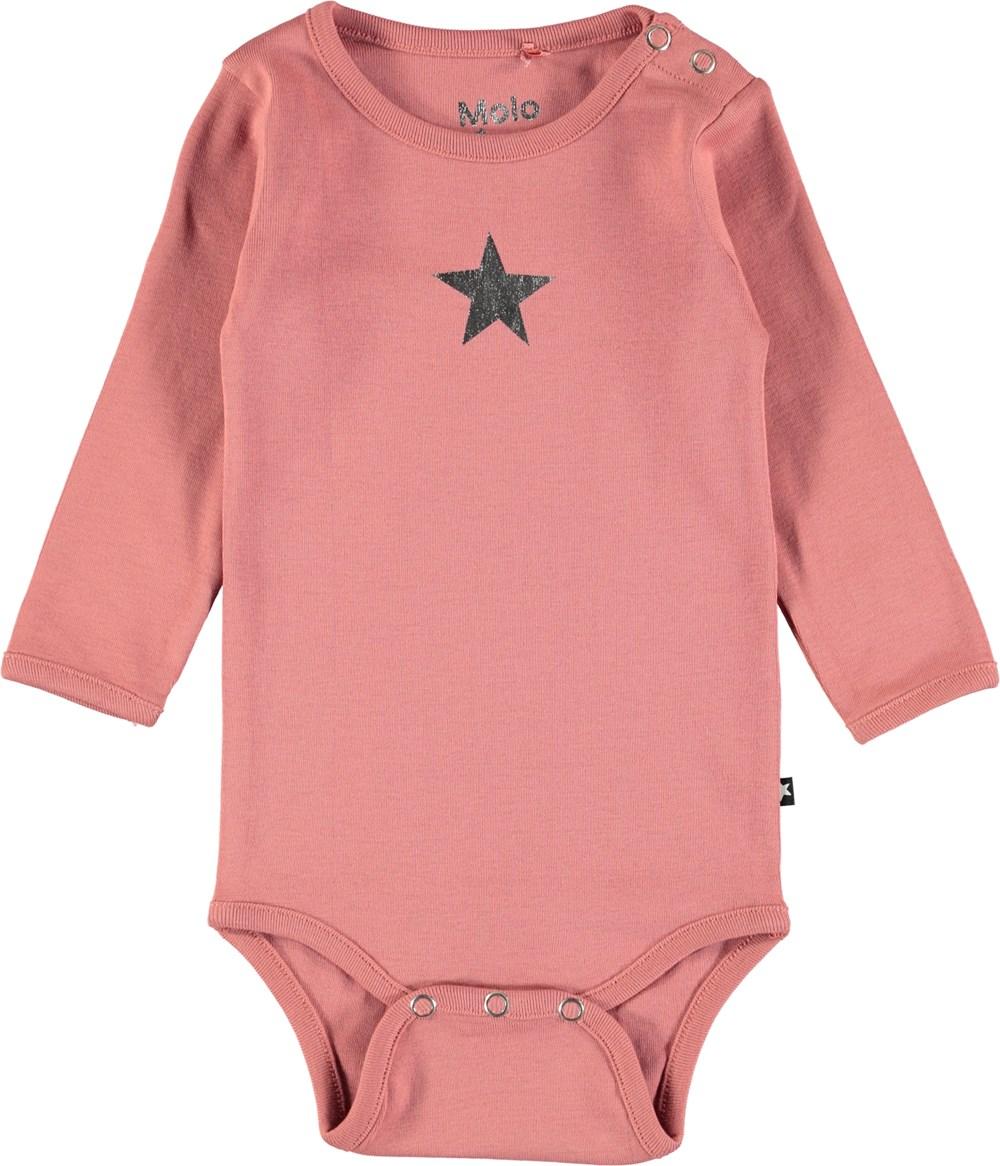 Foss - Blush - Långärmad baby body i mörk rosa med tryckt stjärna