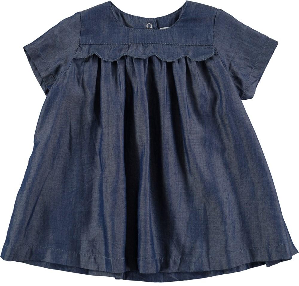 Charlotte - Chambrey Blue - Blå kjole med flæser