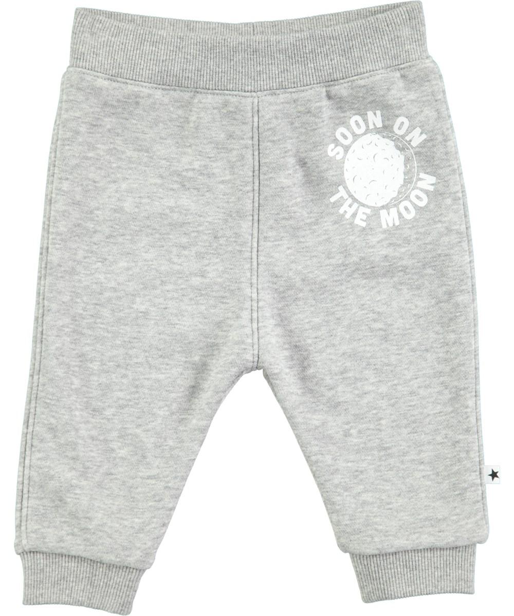 Soon - Grey Melange - Gråmelerade baby sweatbyxor med vitt tryck