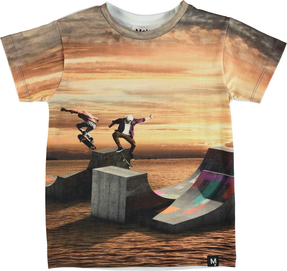 Raul - Sunset Skate - T-shirt with skater print