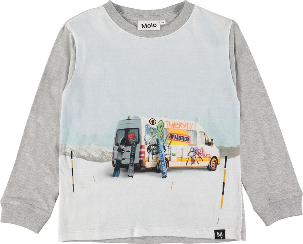 Rogert - Van - Grey top with van.