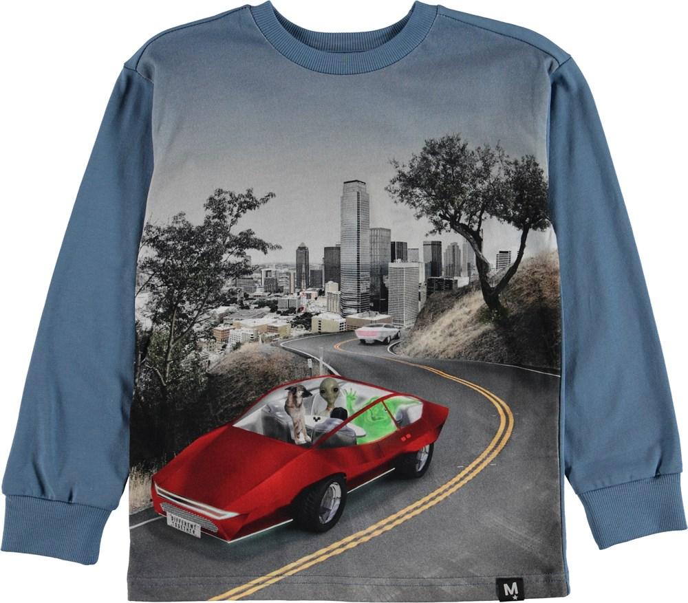 Risci - Self-Driving Car - Langæret t-shirt med bil og alien