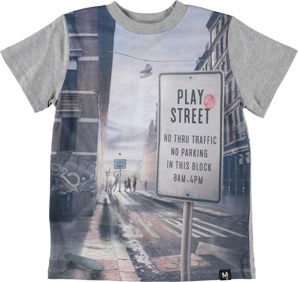Road - Play Street - Grå t-shirt med print af basket.