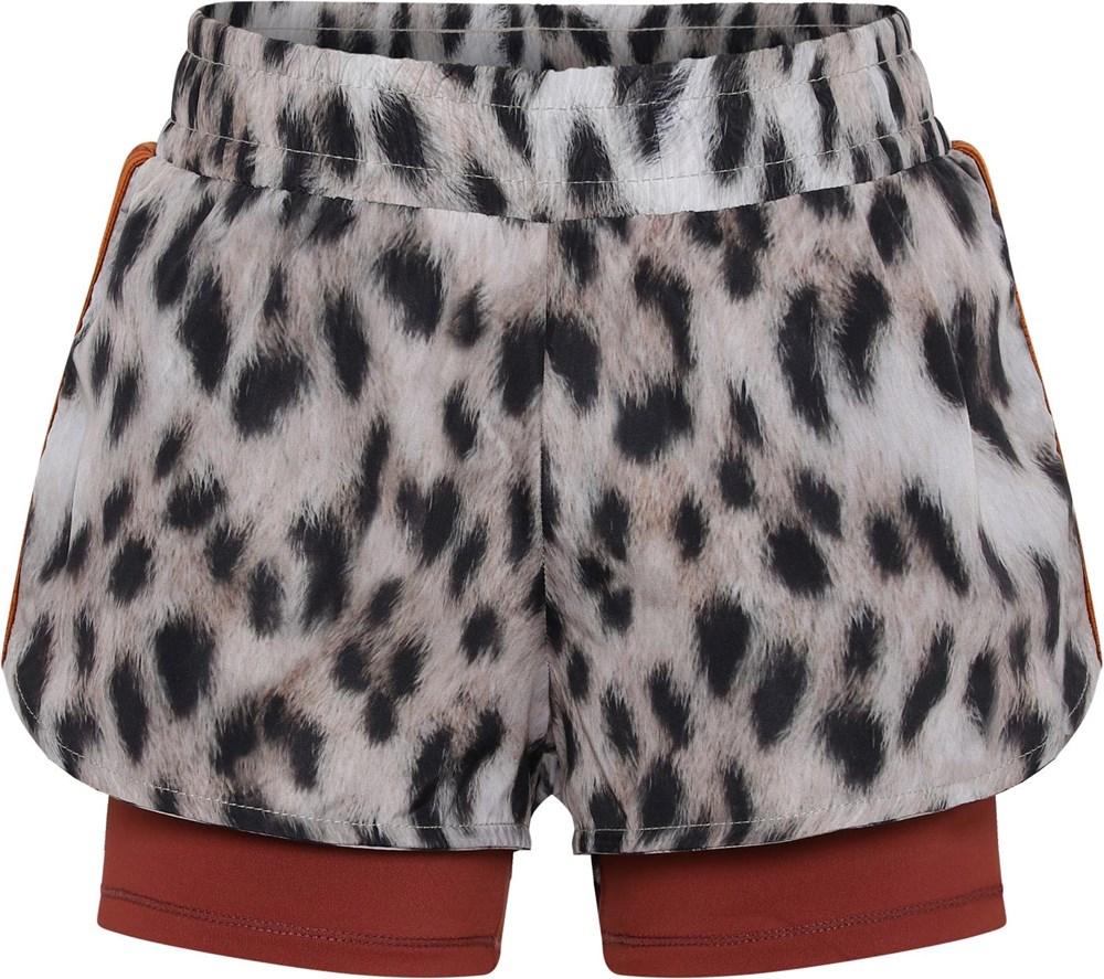 Omari - Snowy Leo Fur - Sports shorts with snow leopard print