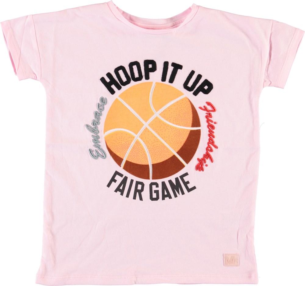 Rilla - Chalk Pink - Pink t-shirt with basketball.
