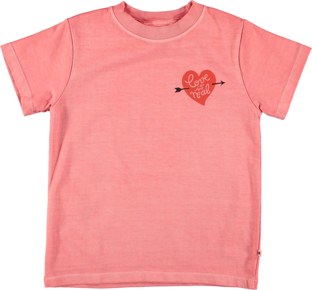 Reeve - Sporty Coral - Pink t-shirt with heart.
